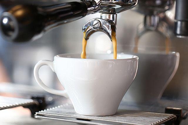 espresso z pákového kávovaru