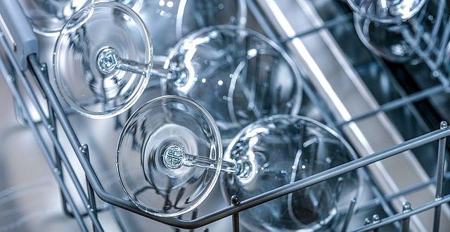 Vyleštěné sklenice z myčky