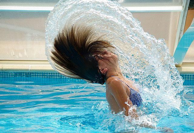 Koupání v tyrkysově modré vodě je radost