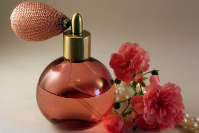 jak vybrat dámský parfém