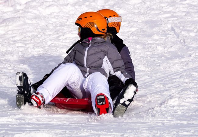 jakou koupit lyžařskou helmu