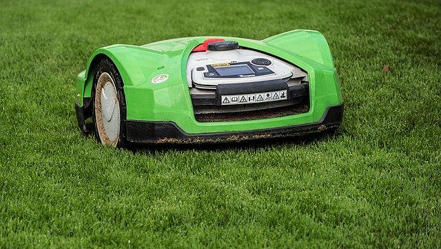Jak vybrat robotickou sekačku na trávu