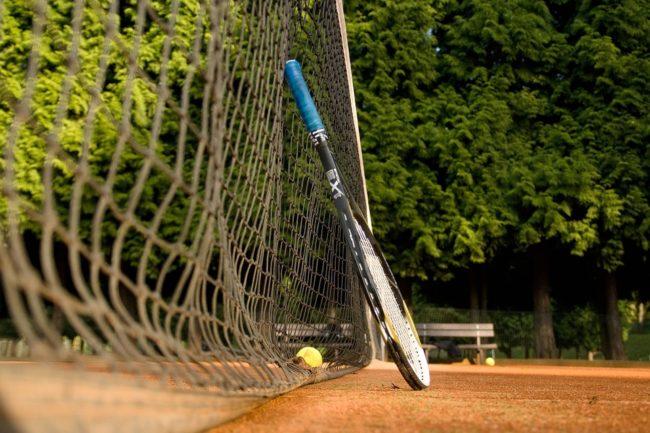 pdle čeho koupit tenisovou raketu
