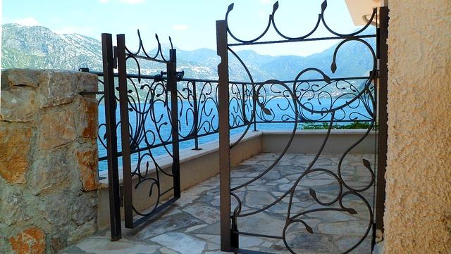 barva na bránu a plot