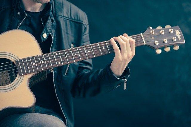 akustická kytara základy