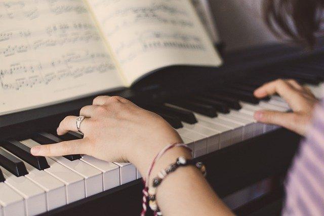 jak vybrat digitálni piano